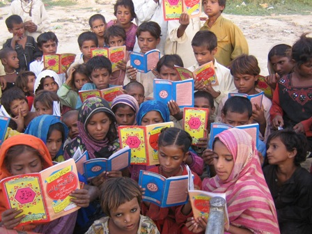 Slum_area_Kids_Reading_Norani_Qaeda